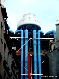 Pompidou squid (2)