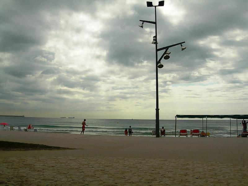 Hotel Terramarina (ex. Carabela Roc). La Pineda. Costa Dorada. Spain. Пляж регулярно, как и дорожка, дважды в сутки, утром и вечером убирается и очищается.