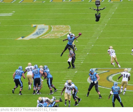 'Eric Ebron catches pass' photo (c) 2013, Thomson20192 - license: http://creativecommons.org/licenses/by/2.0/