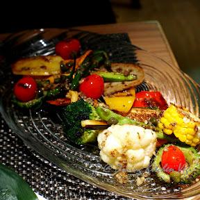 燒雜錦蔬菜沙拉伴鯷魚續隨子蕃茄汁 @ Dining Kitchen Vegi