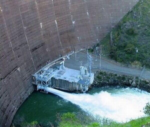 Dam Drain in California