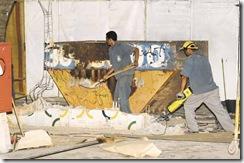 21/09/2011. Crédito: Carlos Moura/CB/D.A Press. Brasil. Brasília - DF. Demolição de muro com os azulejos de Atos Bulcão, na Disbrave da 503 Norte.