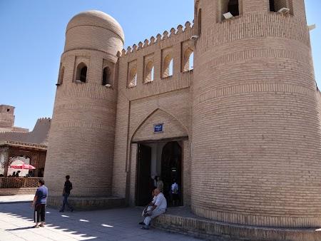 09. Poarta de intrare in Khiva.JPG