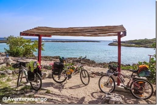 Bikes em Caleta Buena - Cuba