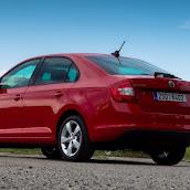 2013-Skoda-Rapid-Sedan-4.jpg