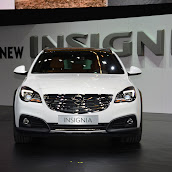 2014-Opel-Insignia-Country-Tourer-05.jpg