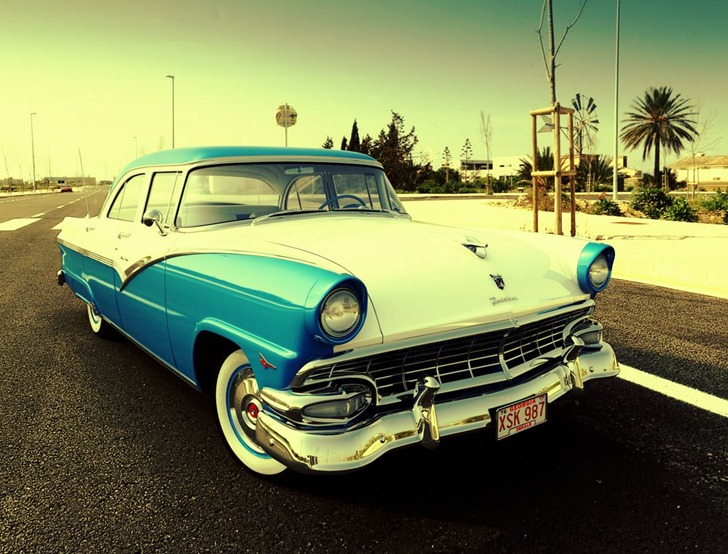 x004_hdri_Ford_Fairlane_56_white_blue_front_pos