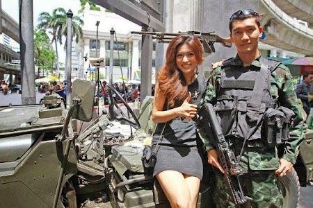 Thai selfie army.jpg
