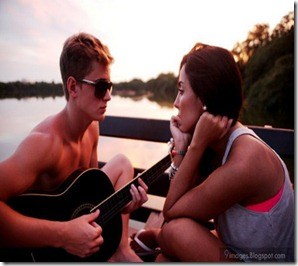 Young-couple-playing-guitar-expression
