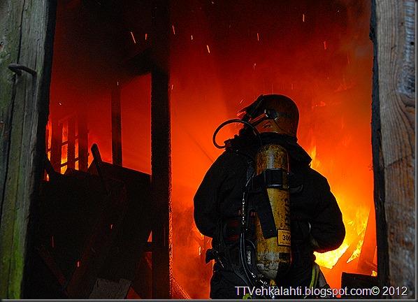 24H palomiehenä ulkorakennuksen polttaminen 103