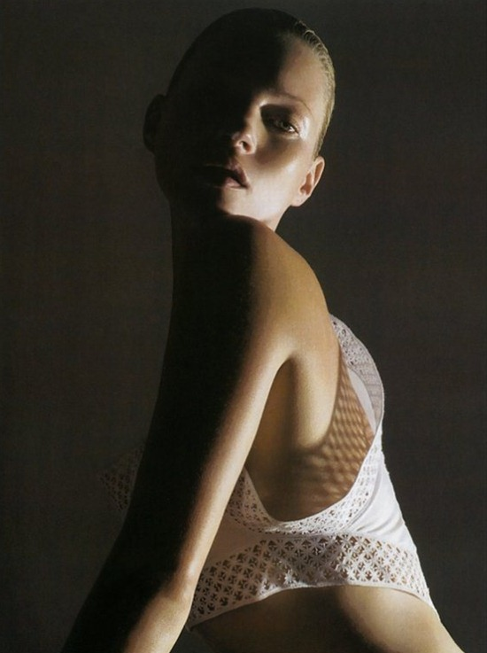 Vogue-Italia-March-2006-kate-moss-by-mario-sorrenti-8