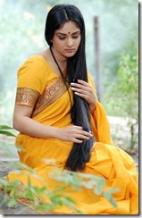 Divya_Spandana_with_long_hair