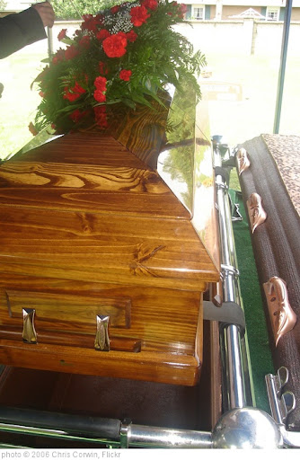 'casket, at gravesite' photo (c) 2006, Chris Corwin - license: http://creativecommons.org/licenses/by-sa/2.0/