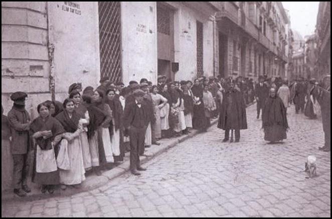 Huelgas_turno de pan en la calle santa teresa 1916