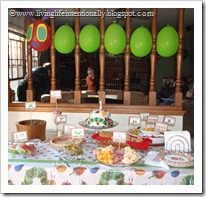 Decorations: Making the Hungry Caterpillar using balloons