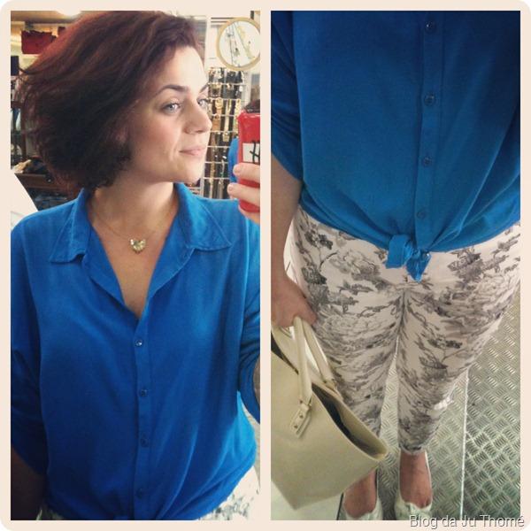look calça floral e camisa azul