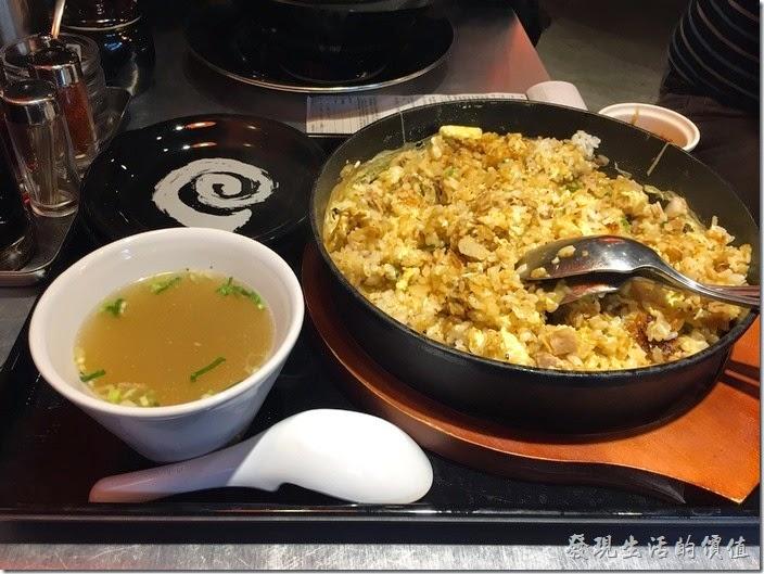 台南-花月嵐拉麵。咖哩奶油鐵板炒飯,NT160。除了炒飯之外還附了一碗味噌湯。