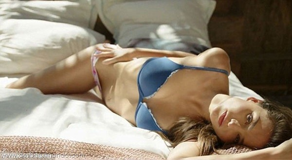 miranda-kerr-linda-sexy-sensual-model-boobs-ass-lingerie-desbaratinando (185)