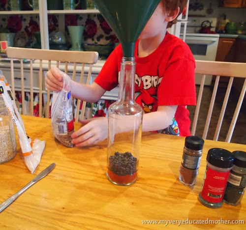 BottleArtProjectwithSpices  #recycledcraft #holidaycrafting #giftidea #kidscraft