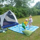 Pudekamp på græsplænen og telt