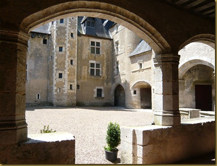 chateau fourgeres-sur-bievres9g