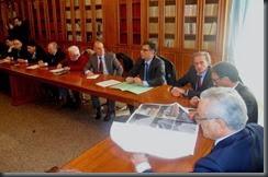 L'ingegnere Giuseppe Vitale illustra il progetto al tavolo della Prefettura