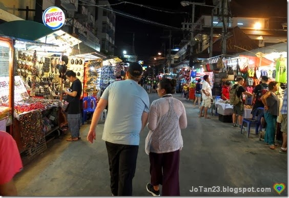 things-to-do-in-chiang-mai-go-to-anusan-night-market