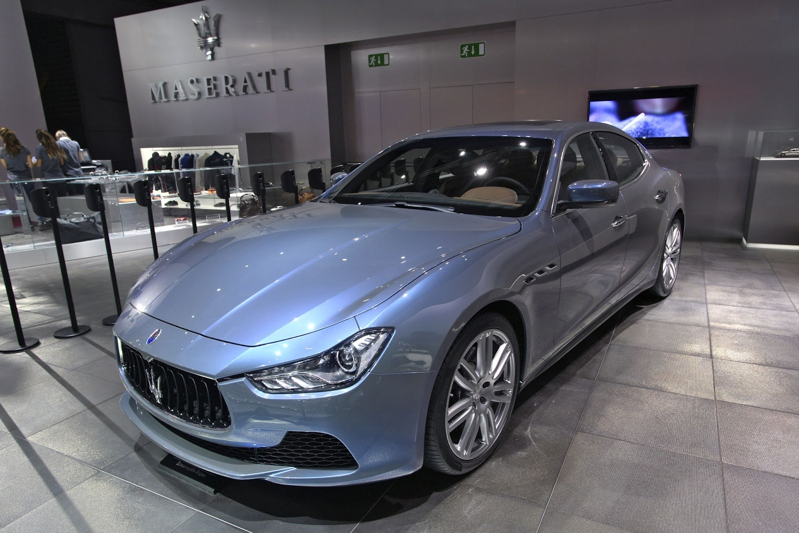 http://lh4.ggpht.com/-xYhDwXi8kKk/VDCX067QVrI/AAAAAAABrTA/wRwC4lgpyrI/s1600/Maserati-Ghibli-Ermenegildo-Zegna-Edition-13.jpg