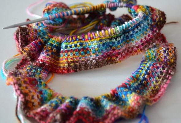 Diagonal gestrickter Schal