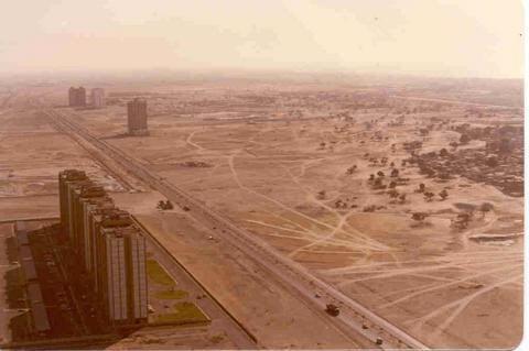 Dubai now and then : Madinat Al Arab,Dubai waterfront,Palm Island,World Island,Burj al-Arab hotel,Hydropolis, Burj Dubai,Al Burj,Burj al Alam,Palm Jumeirah,Dubailand,Ski Dubai
