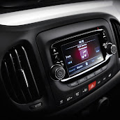 2013-Fiat-500L-MPV-Official-Interior-6.jpg