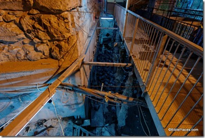 New excavations in Western Wall tunnels, tb010112171