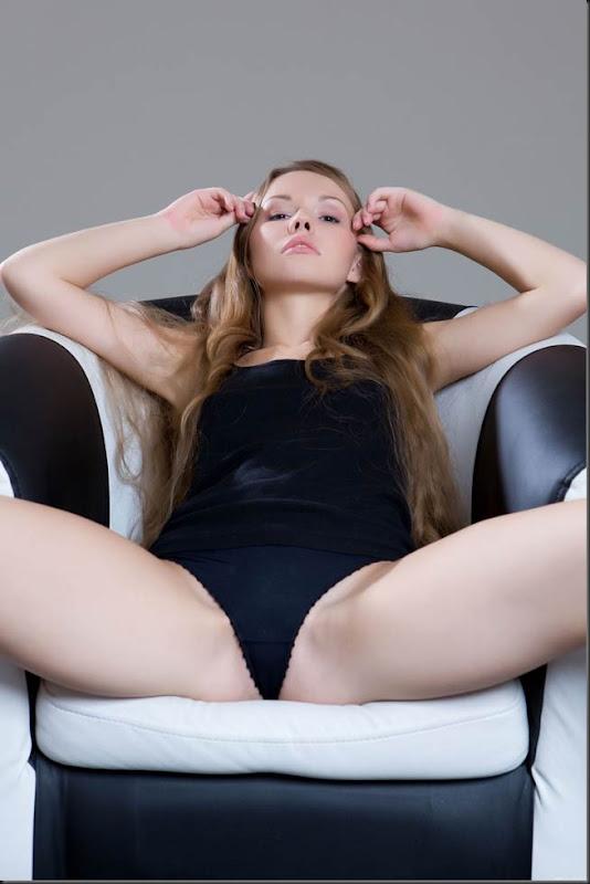 mulher-princesa-pelada-nua-buceta-pussy-04018