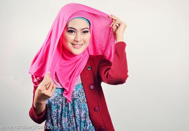 Cara memakai jilbab pahsmina kaos