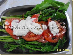 rucula com tomate e iogurte