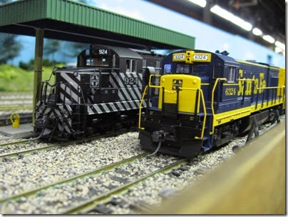 IMG_5417 Atchison, Topeka & Santa Fe SD24 #924 & U30B #6324 on the LK&R HO-Scale Layout at the WGH Show in Portland, OR on February 17, 2007