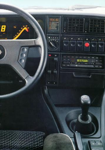 Opel_Monza_1984 (14).jpg