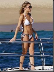 leann-rimes-bikini-1222-10-675x900