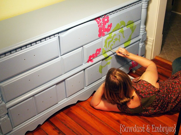 Using a Projector to paint designs on furniture { Sawdust and Embryos}