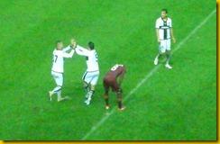 rosi e zaccardo esultano dopo 3-1 alla Roma in ginocchio
