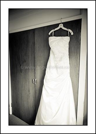 dundee wedding photographer brides dress