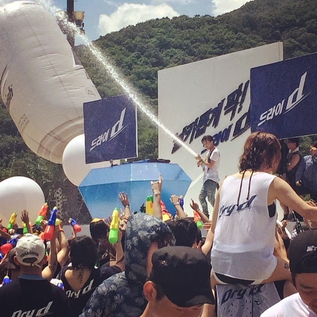 G-Dragon - Hite - 2014 - Ocean World - 04jul2014 - Fan - Chowanseo - 01.jpg