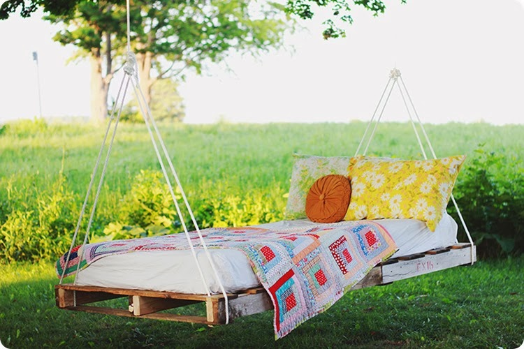 DIY-Pallet-Swing-Bed-The-Merrythought-[1]