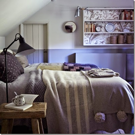 Softly-coloured-bedroom-with-mismatched-layered-bedding