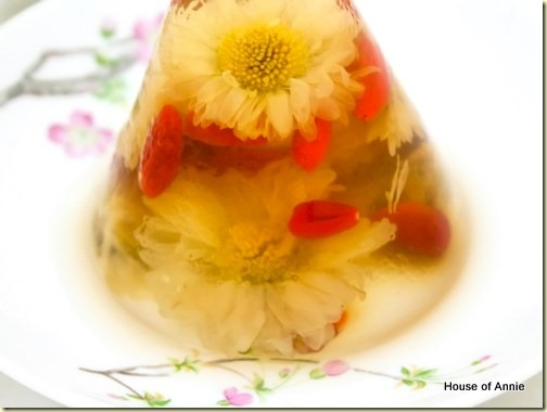 Chrysanthemum Tea with Jellies closeup