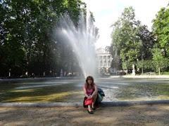 2014.08.03-067 Stéphanie dans le parc de Bruxelles