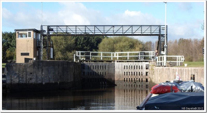 SAM_3647 Castleford lock