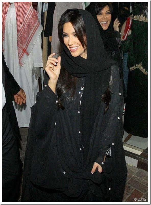 Kim Kardishan Wearing Abaya In Dubai1