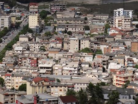 11. Gjirokaster - orasul nou.JPG