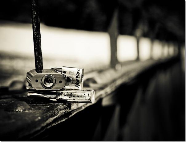 Candados sobre puente